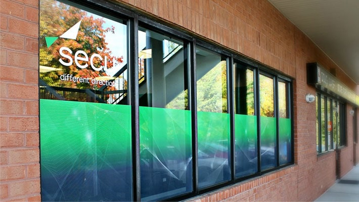 7 design tips for commercial store window graphics in Maryland